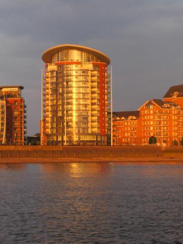Luxury Riverside Apartment (with Hot Tub) Docklands E14